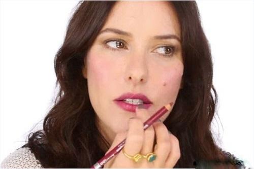 Màu phun xăm môi cho người trung niên tuổi 40